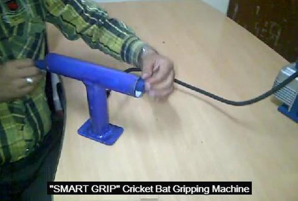 Cricket Bat Gripping Machine